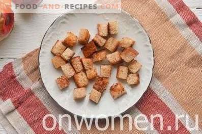Ensalada con frijoles, galletas, maíz y queso