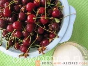 Mermelada de cereza picada para el invierno