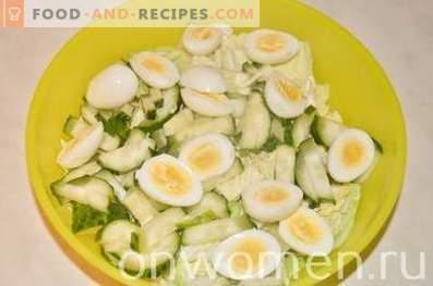 Salat mit Dorschleber und Wachteleiern