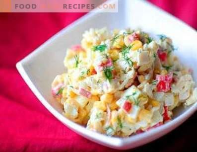 Ensaladas con palitos de cangrejo y arroz