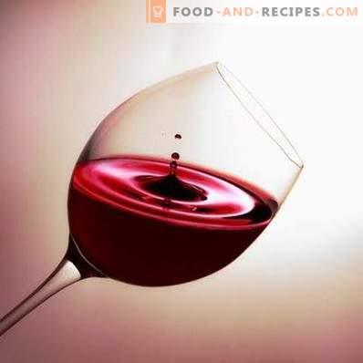 Con lo que beben vino tinto semi-dulce