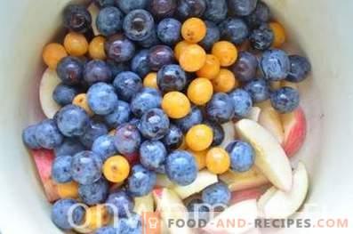 Compota de manzanas y ciruelas para el invierno