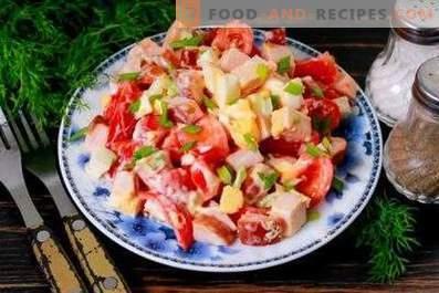Ensaladas con pollo y tomates