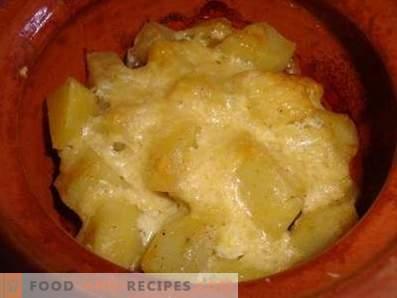 Carne con papas y champiñones en ollas en el horno