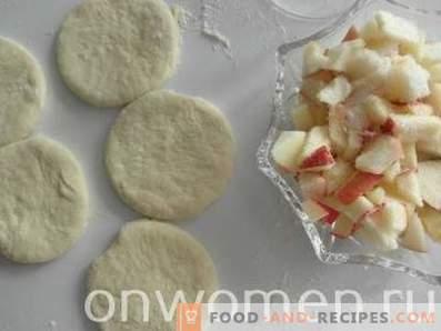 Безалкохолни ябълкови питки във фурната