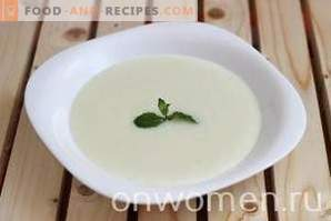 Gachas de sémola con leche en una olla de cocción lenta