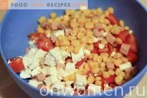 Ensalada con queso, jamón y maíz