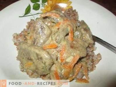 Hígado de cerdo guisado en crema agria