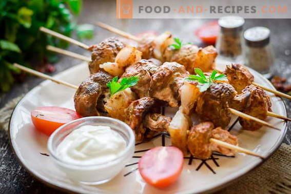 Kebab de champiñones en la parrilla o en el horno. Te olvidarás de la carne