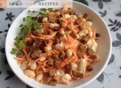 Salades met crackers en bonen