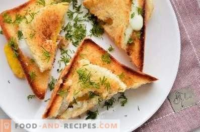 Sandwiches avec un oeuf dans une casserole