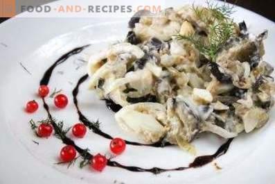 Ensaladas con berenjenas, huevos y cebollas en escabeche