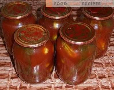 Pepinos en pasta de tomate para el invierno